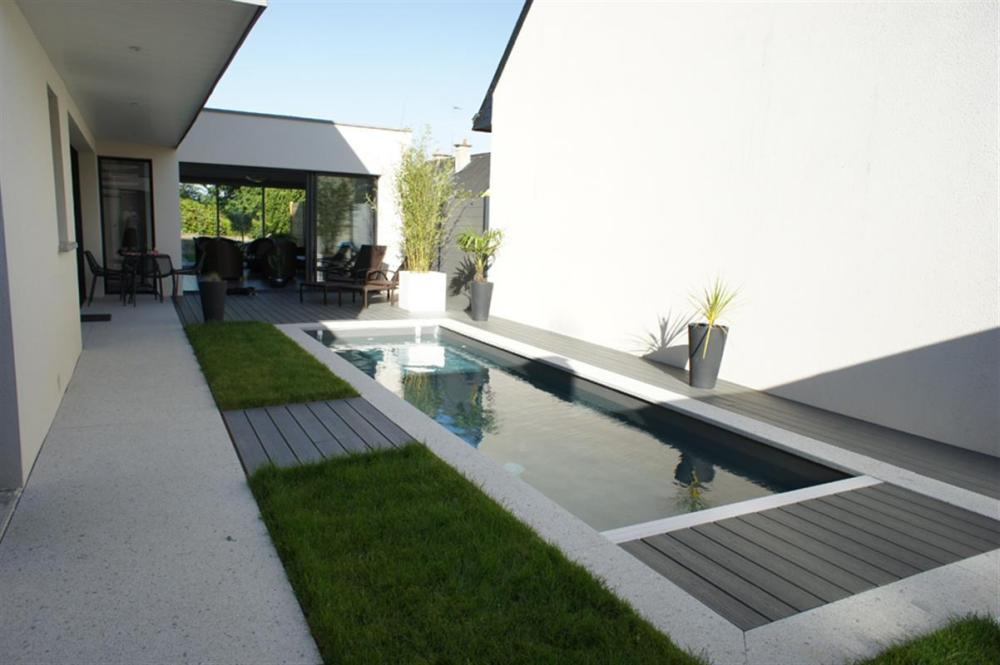 photo-piscine-dans-cour-interieur